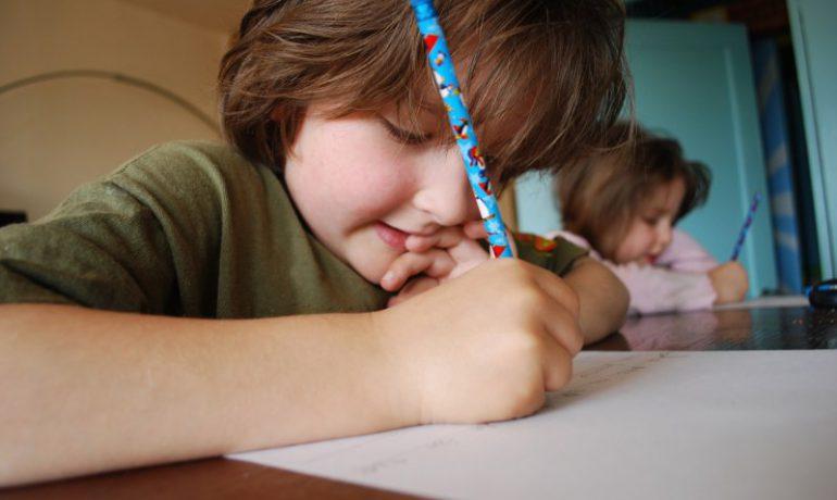 Школярі надіслали понад 200 листів на конкурс «Запроси полярника до себе»