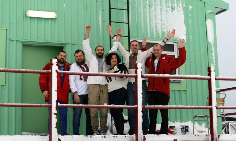 Свято вишиванки в Антарктиді
