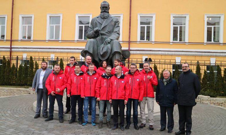 Президент України привітав наших полярників з Мідвінтером