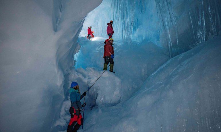 Триповерхова льодовикова печера і перо невідомого птаха. Нова знахідка українських полярників