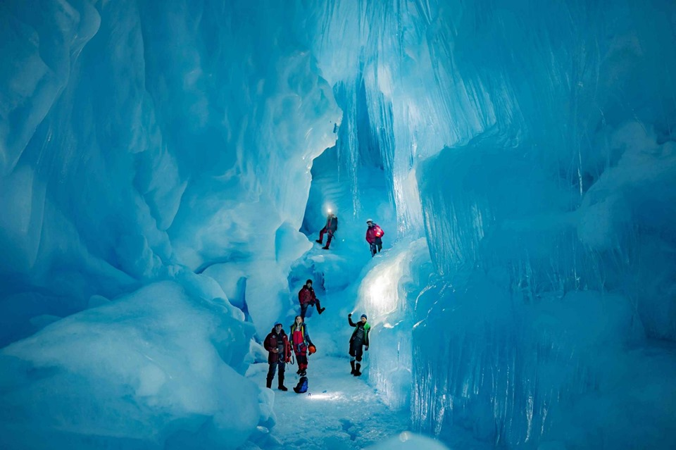 Three-story ice cave and feather of an unknown bird. A new find of Ukrainian polar explorers