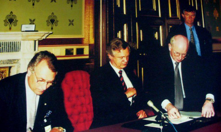 Початок історії. 25 років тому підписано меморандум про передачу британської антарктичної станції Україні